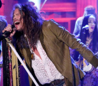 "Steven Tyler canta ""We're All Somebody from Somewhere"" no programa de Jimmy Fallon. Veja!"